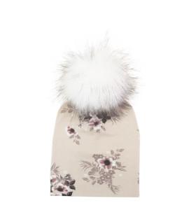 Hue med hvid kvast og blomsterprint - beige