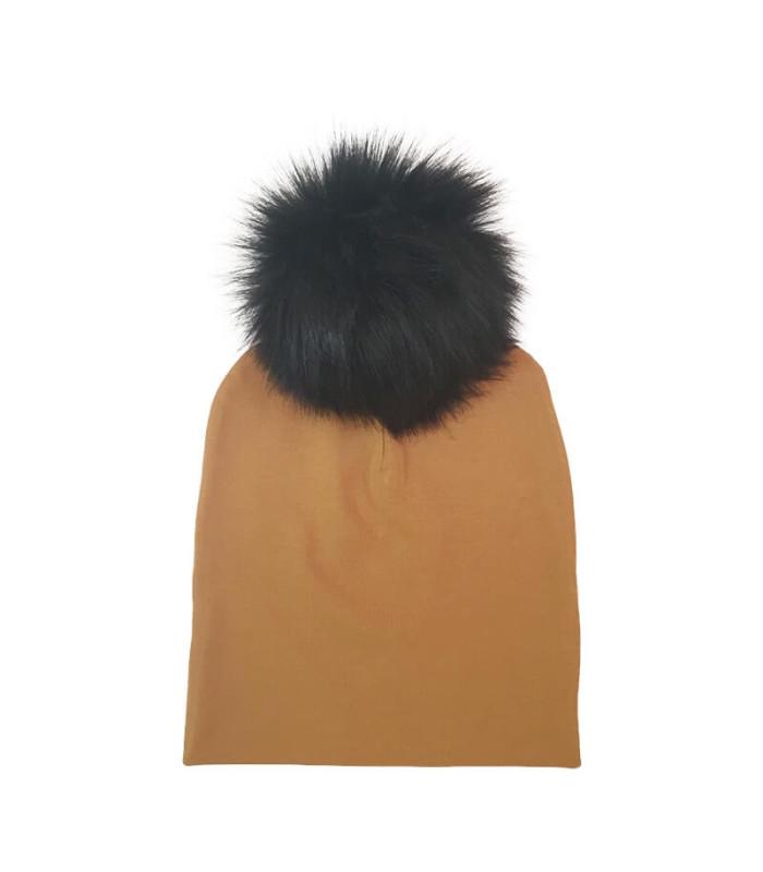 Beanie hue med sort kvast – Oscar – karry – Hue – 1-3 år (ca. 44 cm )